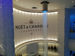 Moet & Chandon Bar